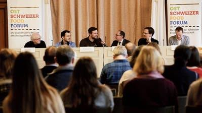Gerd Ganteför (Uni Konstanz), Simon Vogel (Junge Grüne Thurgau), Otto Wartmann jun. (Holzhof), Moderator Stefan Nägeli, Christian Fichter (Wirtschaftspsychologe) und Markus Hämmerli (Fenaco).