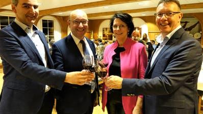 Haben allen Grund zum Feiern: FDP-Parteipräsident Christian Lippuner und die drei Wiedergewählten Kantonsräte Beat Tinner, Katrin Frick und Thomas Toldo (von links). (Hanspeter Thurnherr)