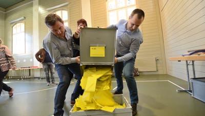 Die Wahlzettel im Winkel in Altdorf sind eingetroffen. Jetzt beginnt das Auszählen. (Bild: Urs Hanhart (Altdorf, 8. März 2020))