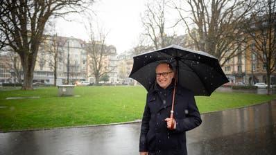 Stadtrat Martin Merki im Vögeligärtli. Für den Fototermin wählte er bewusst diese Grünanlage im Hirschmatt-Quartier, weil sie ein gelungenes Beispiel für einen aufgewerteten öffentlichen Raum sei. (Bild: Roger Grütter, Luzern 27. Februar 2020)