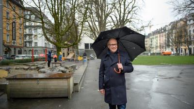 Stadtrat Martin Merki im Vögeligärtli. Für den Fototermin wählte er bewusst diese Grünanlage in der Neustadt, weil sie ein gelungenes Beispiel für einen aufgewerteten öffentlichen Raum sei. (Bild: Roger Grütter, Luzern 27. Februar 2020)