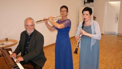 Sie präsentierten Kaffeehausmusik vom Feinsten (von links):  David Sonder, Verena Kesseli und Olivia Rava. (Bild: Kurt Liembd (Stansstad, 8. März 2020))