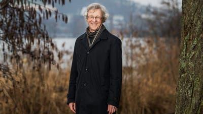Stadtrat Adrian Borgula (Grüne) bei der Brut-Insel am Alpenquai in Luzern – für ihn ein Beispiel für ein gelungenes Nebeneinander von Mensch und Natur im städtischen Raum. (Eveline Beerkircher,5. März 2020)