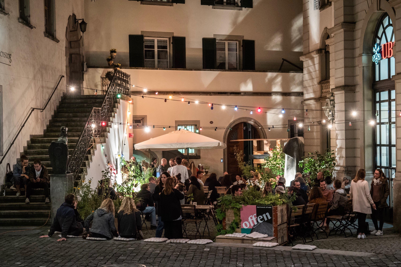 Im Herbst 2018 ging das Rathaus für Kultur mit einer Crowdfunding-Kampagne an den Start. Dazu wurde auch das Sommerbeizli auf dem Bankplatz aus dem Winterschlaf geholt.