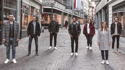 Stehen hinter der Gutschein-Plattform (von links): Olivier Gachnang, Pascal Macek, Alex Fettig, Fabio Gräni, Ana Dejanovic, Luzia Wehrmüller und Leon Rausch. (PD)