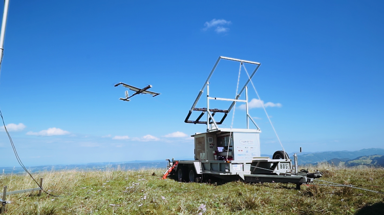 Die Firma Twingtecpräsentiert ein fliegendes Windkraftwerk. (TwingTec)