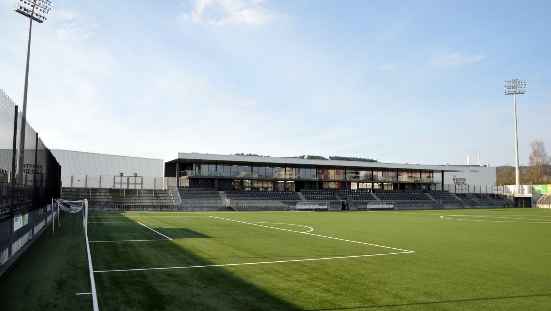 Leeres Wiler Bergholz-Stadion: Seit fünf Wochen ruht der Schweizer Fussball. (Bild: PD)