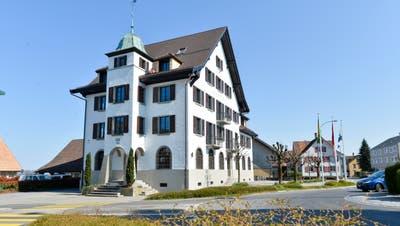 Weiss statt rosa: Die Verwaltung in Egnach ist zurück im sanierten Gemeindehaus. (Bild: Donato Caspari)
