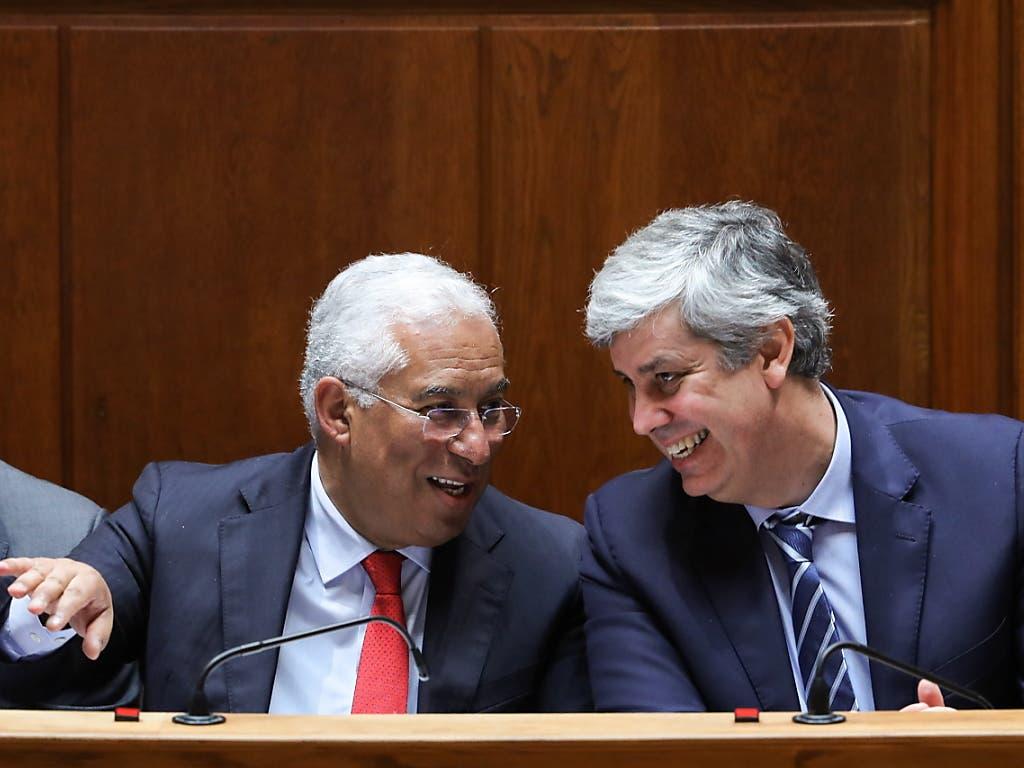 Mario Centeno (rechts), Chef der Eurogruppe, in einem Gespräch mit dem portugiesischen Premierminister Antonio Costa.