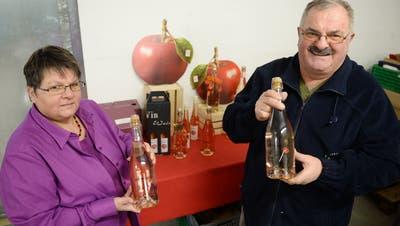 Jeannette und Bruno Bussinger konnten mit ihrem Apfel-Wein punkten. ((Bild: Nana Do Carmo, 2014))