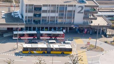 Der Bahnhof Wittenbach wird zu einem Hub für die Postautolinien der Region. ((Bild: Urs Bucher, 2017))