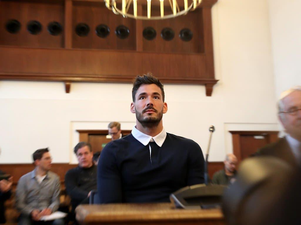 Auch Goalie Roman Bürki, der zum Zeitpunkt des Anschlags einzige Schweizer in Diensten des BVB, sagte als Zeuge vor Gericht aus
