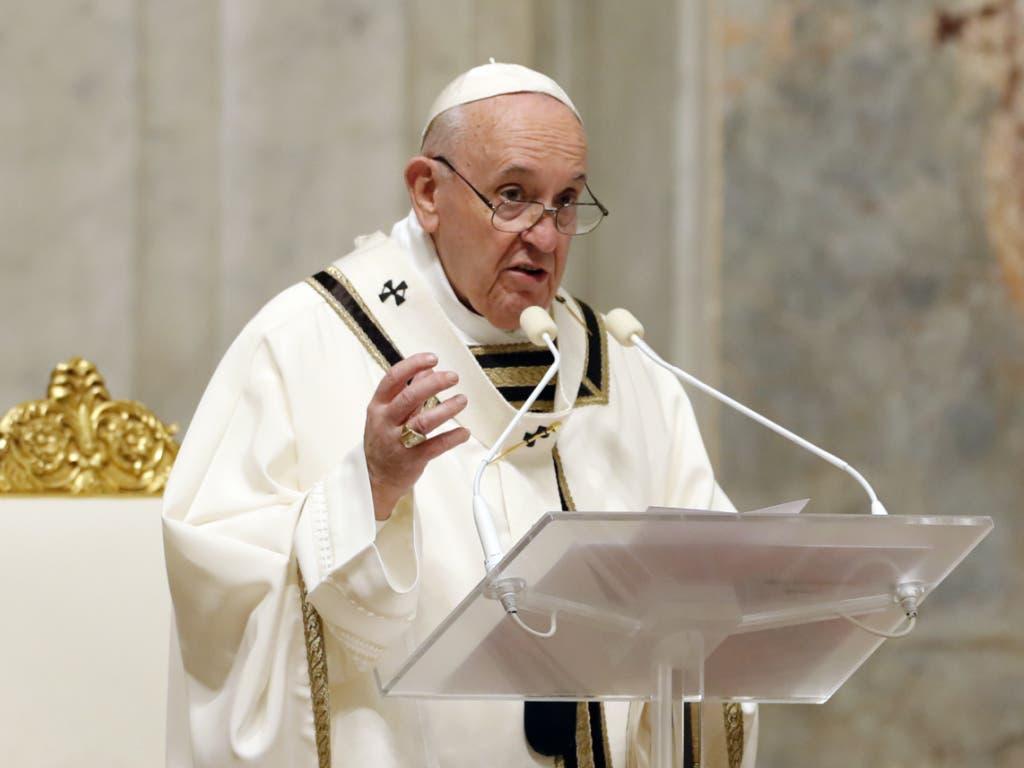 Papst Franziskus rief in der Osternacht die Gläubigen dazu auf, die Hoffnung zu bewahren.