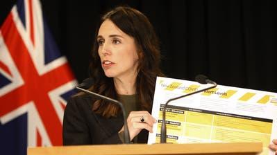 Blüht in der Krise auf: Die neuseeländische Premierministerin Jacinda Ardern. (Bild: Nick Perry / AP)