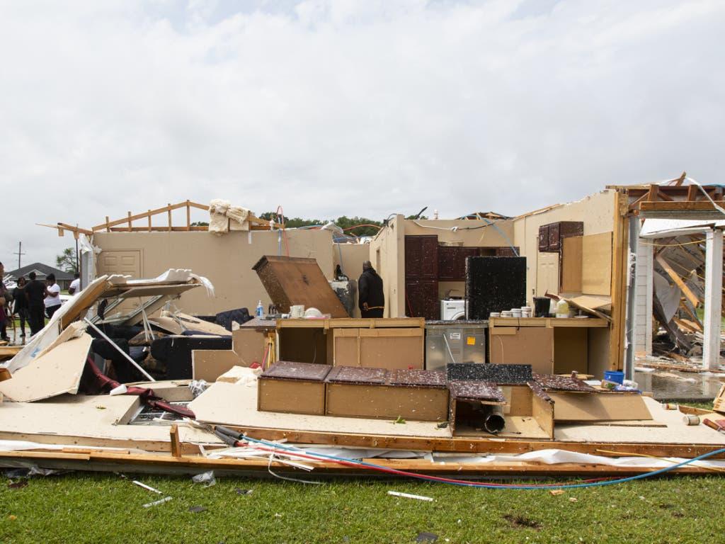 Ein Tornado hat in Monroe im US-Bundesstaat Louisiana kurz vor Mittag (Ortszeit) reihenweise Häuser verwüstet.