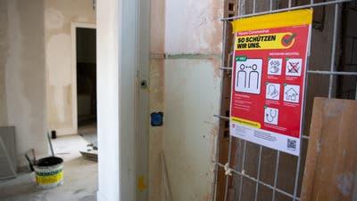 Bei einer Besichtigung waren auf der Baustelle in Herisau grobe Verstösse gegen die Corona-Vorschriften festgestellt worden. (Symbolbild: Claudio De Capitani / freshfocus)