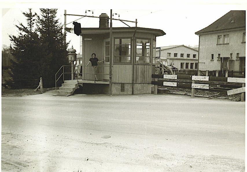 Das Foto vom Bahnübergang an der Romanshornerstrasse stammt aus dem privaten Archiv von René Schär, Fotograf ist Jakob Keller.