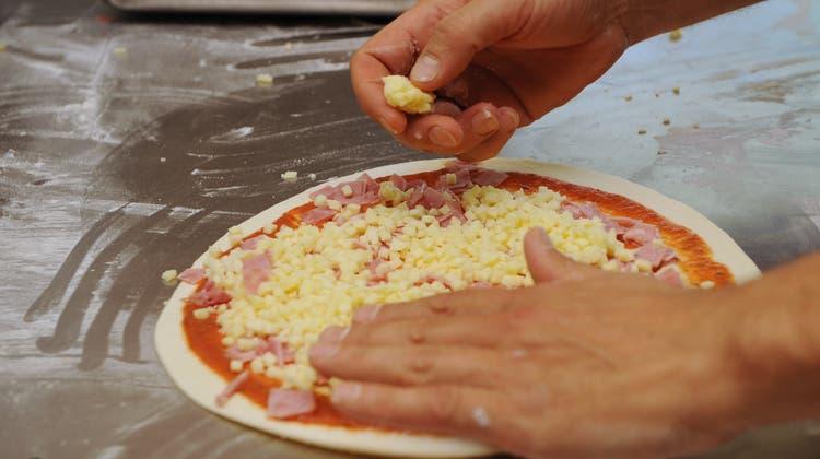 Die meisten Pizza-Lieferdienste melden mehr Bestellungen. Das bedeutet nicht in jedem Fall höhere Gewinne. (Symbolbild: Boris Bürgisser)