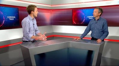 CH-Media-Auslandchef Samuel Schumacher und Chefredaktor Patrik Müller im Corona-Talk. (Bild: TeleM1)