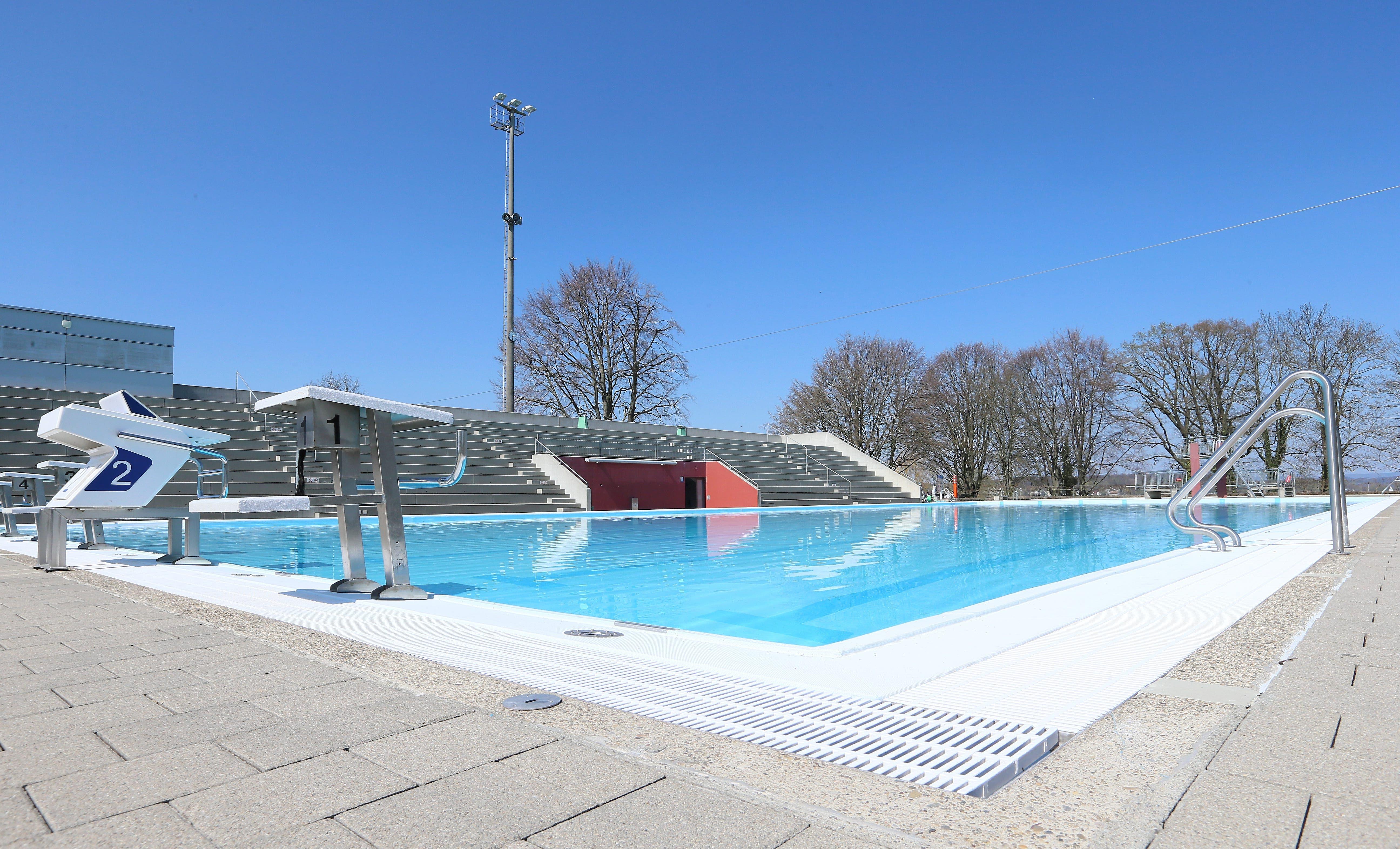 Im Kreuzlinger Schwimmbad Hörnli würden in diesen Tagen die NLA-Wasserballer des SCK ihre Freiluftsaison eröffnen. Nun bringt höchstens der Wind Bewegung ins Becken.