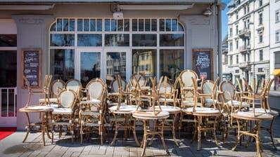 Die St.Galler Gastronomie mit ihren Aussensitzplätzen leidet. Wie hier im «Seeger» am Oberen Graben ist alles geschlossen. (Urs Bucher)