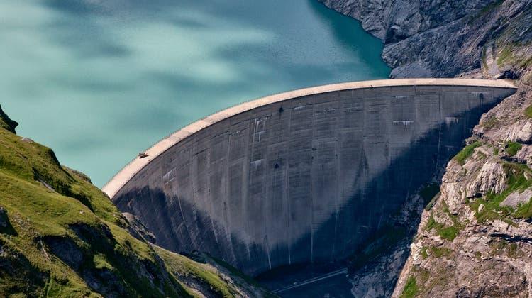 Die Schweizer Wasserkraftwerke produzierten 8,4 Prozent mehr Strom. Im Bild: Der Limmernsee im Kanton Glarus. (Keystone)