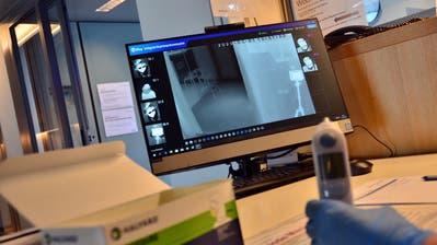 Mit dieser Wärmebildkamera werden Personen mit Fieber erkannt. (Bild: PD)