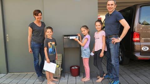 Obwaldner Familie gibt ein Corona-Extrablatt heraus
