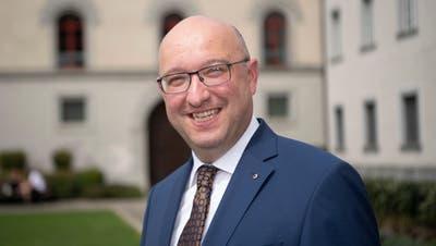 Der Wartauer FDP-Politiker Beat Tinner vor dem Regierungsgebäude in St. Gallen. (Bild: Ralph Ribi)