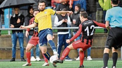 Dem Regionalfussball – im Bild ein Spiel des FC Uzwil gegen Bazenheid – droht das abrupte Saisonende. (Bild: Ralph Ribi (Uzwil, 5. Oktober 2019))