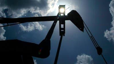 Allein am Montag ist der Ölpreis der SorteWest Texas Intermediate um über 30 Prozent gefallen. (Matt Slocum / AP)