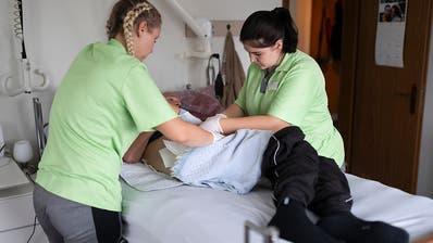Pflegefachleute fordern höhere Löhne und bessere Arbeitsbedingungen