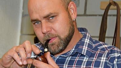 Rauchen und loslassen: Nesslauer schnitzt seine eigenen Pfeifen