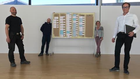 Das Team «Kreuzlingen hilft»: Paul Sommer, Anette Engljähringer (hinten), Stefan Luginbühl, Leiter Dienstleistungszentrum und Stadtrat Markus Brüllmann. ((Bild: pd/Stadt Kreuzlingen))