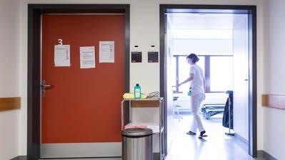 Das Kantonsspital Luzern stellt die Isolierungsstation für Corona-Patienten vor. (Bild: Patrick Hürlimann (Luzern, 5. März 2020))