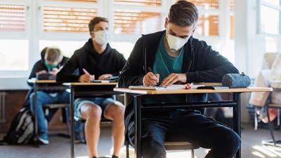 Finden die diesjährigen Abschlussprüfungen der Mittelschulen statt? Der Kanton St.Gallen pocht zumindest auf die Durchführung der schriftlichen Prüfungen
