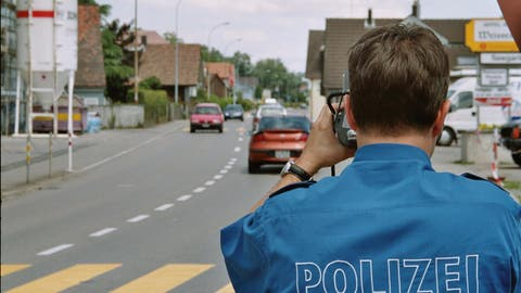 Bei schönem Wetter wird gerne mal zu schnell gefahren. Daher führen die Ostschweizer Polizeien mehr Kontrollen durch. (Bild: Kapo SG)