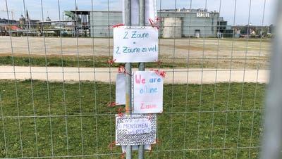 Die Demonstranten wollen auf die Anliegen der von der GrenzschliessungBetroffenen aufmerksam machen. (Bild:Urs Brüschweiler)