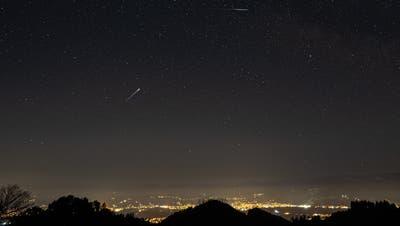 Sternschnuppen am Himmel beim Blick vom St.Anton auf das Rheintal. (Bild: Tino Dietsche)