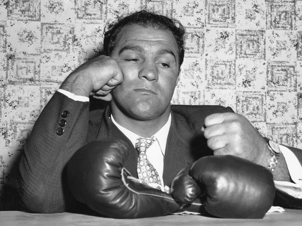 Das Ende der Karriere: Rocky Marciano verkündet am 27. April in New York seinen Rücktritt vom Boxsport