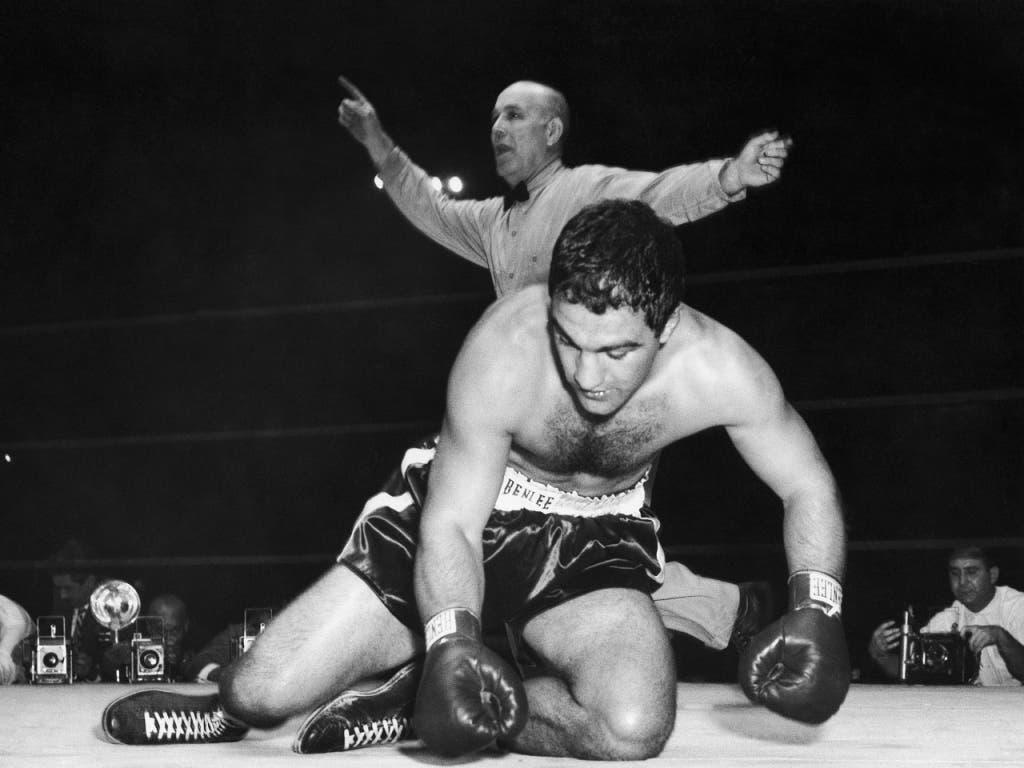Der härteste Fight seines Lebens: Rocky Marciano wird im ersten Kampf um den WM-Titel von Jersey Joe Walcott gleich in der Startrunde zu Boden geschickt