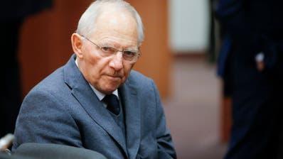 Hat eine kontroverse Debatte über Abwägung in der Coronakrise angestossen: Bundestagspräsident Wolfgang Schäuble. (Olivier Hoslet / EPA)