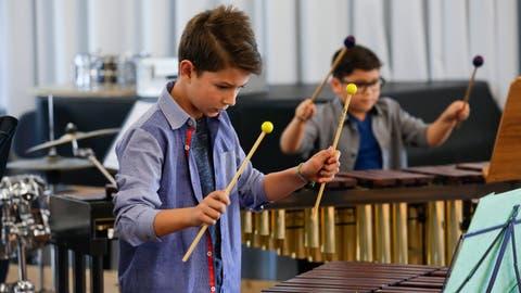 Percussionsschüler zeigen das Gelernte - gemeinsam in der Musikschule war das zuletzt vor dem Lockdown möglich. ((Bild: Donato Caspari))