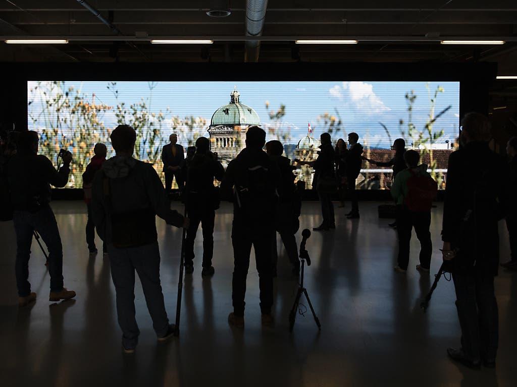 Der Charme des Bundeshauses ist nur im Eingangsbereich des Sessiongeländes sichtbar - per Videoprojektion.
