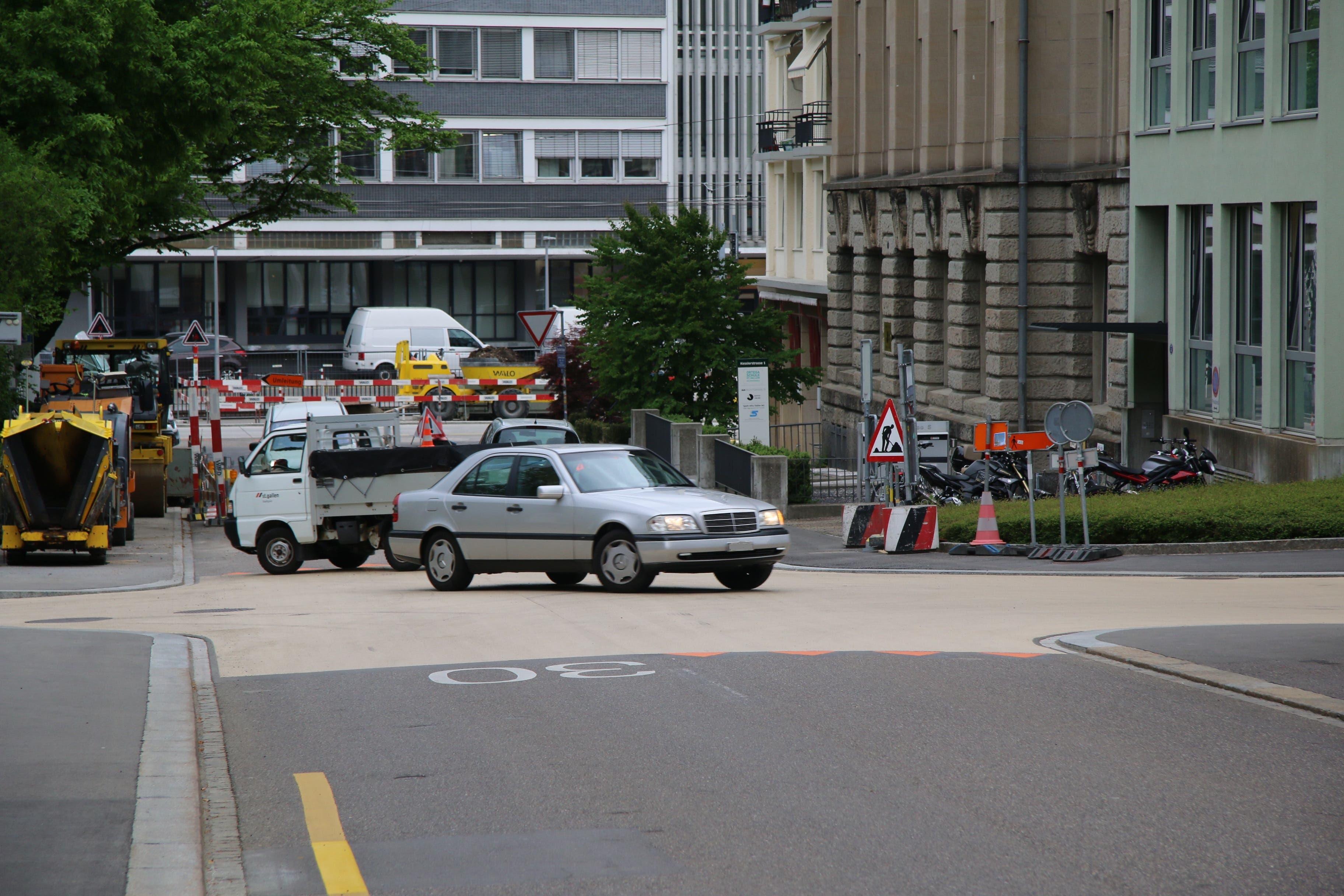 Kreuzung Kessler- und Vadianstrasse: Hier kreuzt die Umleitung den Veloweg.