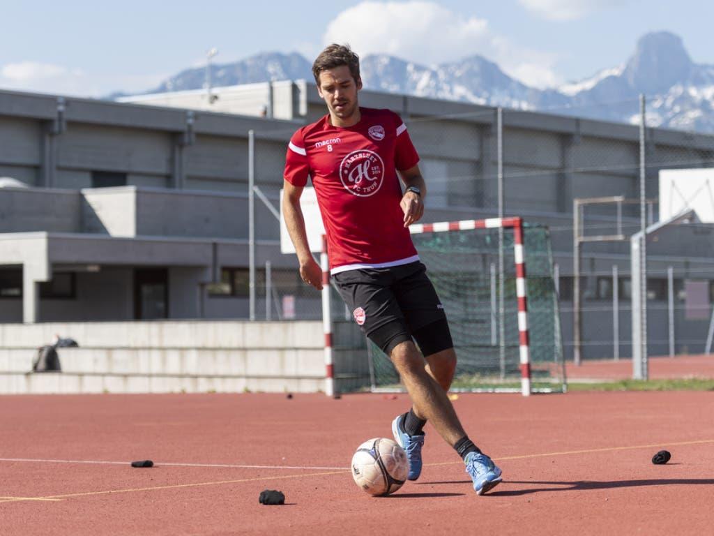 Einzeltrainings - wie hier Gregory Greg Karlen vom FC Thun - gehören auch bei den Fussballern bald der Geschichte an.