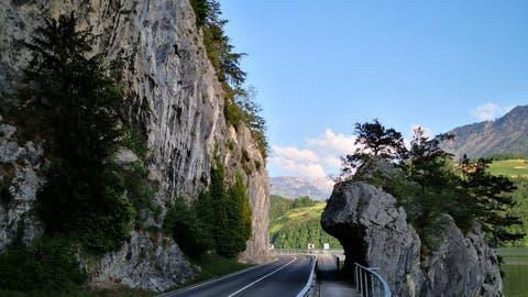 Im Gebiet Delli, nahe der Kantonsgrenze Nid-/Obwaldenbesteht eine grosse Abbruchgefahr einer Felspartie und es sind Felsreinigungsarbeiten nötig. (Bild: PD)