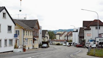 Die Abschlussarbeiten an der Wilerstrassse in Unterbazenheid führen dazu, dass der im Bild sichtbare Strassenabschnitt vom 8. bis 12.Mai für jeglichen Verkehr gesperrt ist. (Bild: Beat Lanzendorfer)