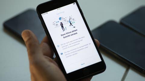 Die Umfrage zeigt Bedenken bezüglich Datenschutz und Funktionstüchtigkeit einer Tracing-App auf. (Keystone)