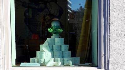 Das Corona-Schaufenster des Bazar-Bizarr an der Linsebühlstrasse 76. (Bild: Anita Sonnabend/PD)